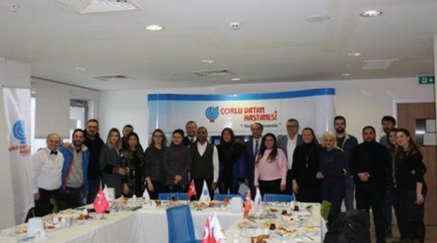 ozel-corlu-vatan-hastanesi-nden-gazeteciler-gunu-kutlamasi
